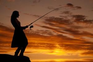 【夢診断】捕らえた魚が暗示する、密かにときめきを感じる異性タイプ