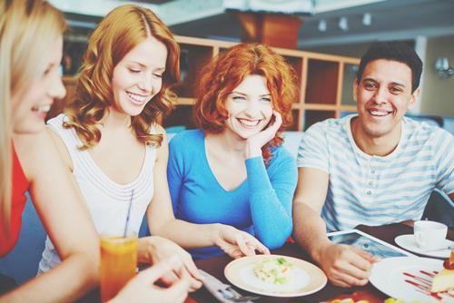 【心理テスト】友達とのランチタイム、メニューの選び方でわかるコミュ障度