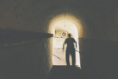 【心理テスト】地下室に侵入した人物でわかるあなたの秘密