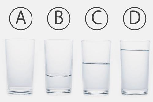 【心理テスト】コップの水はどれくらい? 答えでわかる自己愛レベル