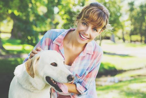 【心理テスト】犬がくわえていたものは……? 答えでわかる魅力をアップさせるイメチェン法